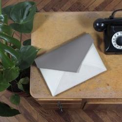 Kuverttasche Beige Latte Elfenbein Farbe