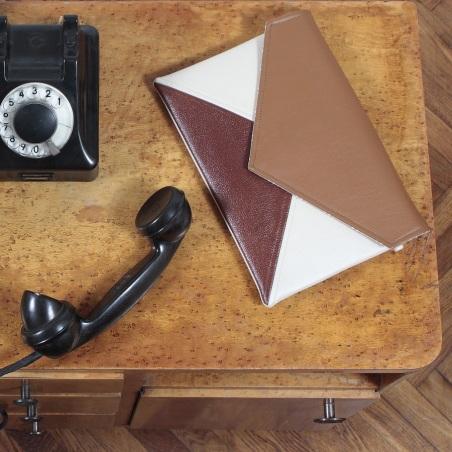 Kopertówka Clutch Letter Medium beige brown toffi - brąz beż