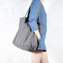 Lazy dark grey shoulder bag with zipper