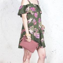 Nodo bag S różowa mała kopertówka z paskiem na ramię