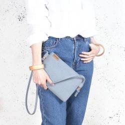 Nodo bag S niebieska mała kopertówka z paskiem na ramię
