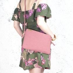 Nodo bag różowa kopertówka z paskiem na ramię